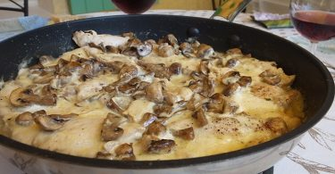 Poulet à la forestière sauce au vin blanc et champignons