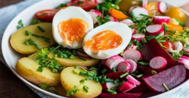 Salade complet : Oeuf, Betterave, Pomme de Terre