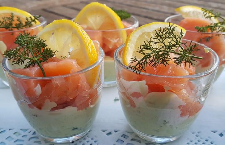 Verrines apéro guacamole et saumon