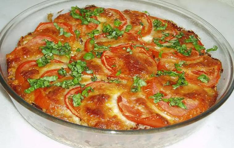 L'attribut alt de cette image est vide, son nom de fichier est Gratin-de-riz-aux-tomates-et-Mozzarella.png.