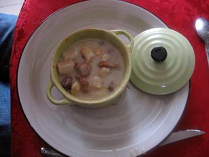 Cassolettes aux crevettes, girolles et Saint-Jacques