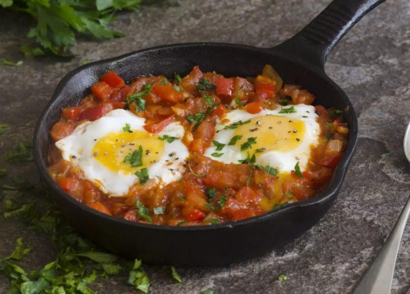 Oeufs au plat à la tomate et très très bonne