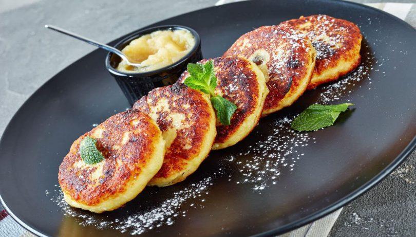 Beignets aux pommes et raisins secs pour une délicieuse collation!