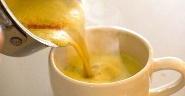 Buvez avant de vous coucher mélange au gingembre et au curcuma