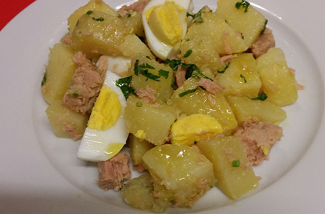Salade de pommes de terre au thon et œufs