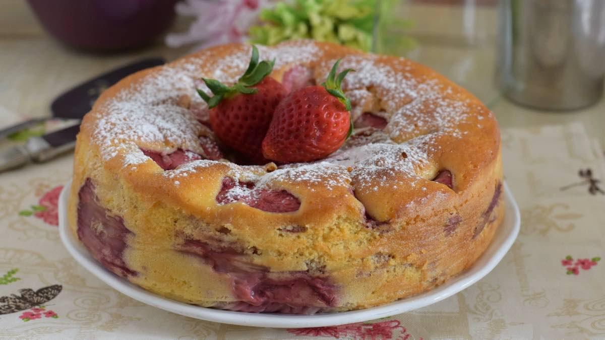 Gâteau aux fraises sans beurre prêt en 5 minutes