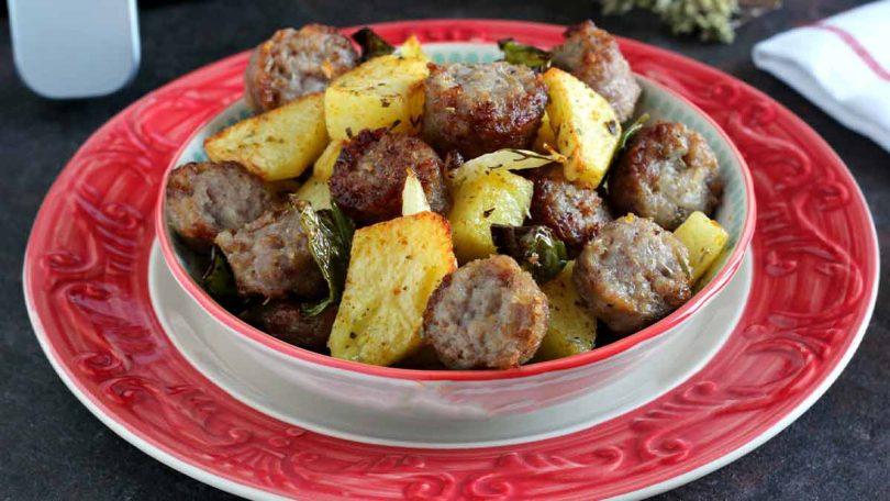 Pommes de terre au saucisses cuites à la friteuse à air chaud