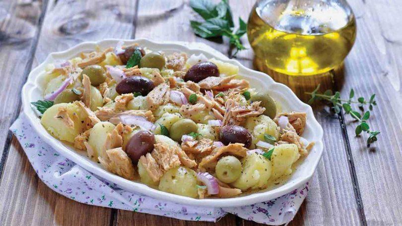Salade de pommes de terre au thon et aux olives