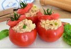 Tomates farcies de pommes de terre et de thon
