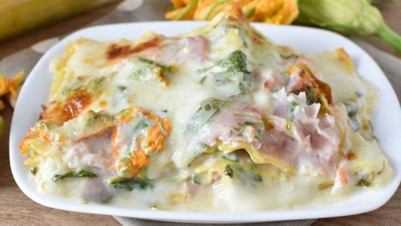 Lasagne aux fleurs de courgettes et au jambon cuit au four