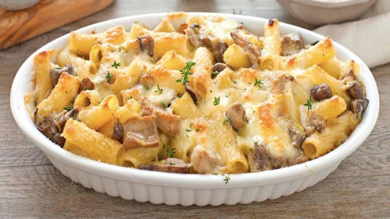 Macaroni gratiné aux champignons et mozzarella