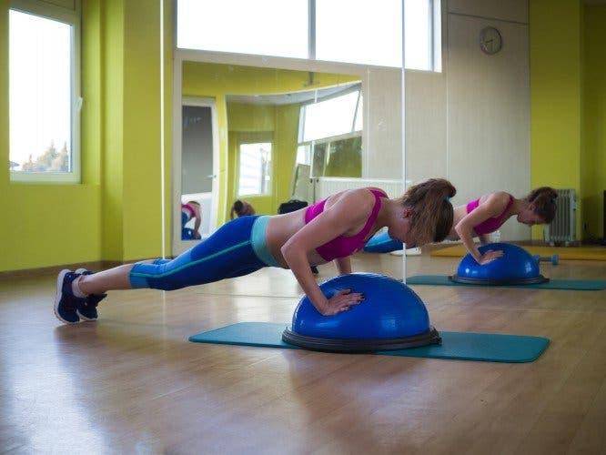 Fesses galbées 7 exercices sur une jambe pour resserrer l'intérieur des cuisses