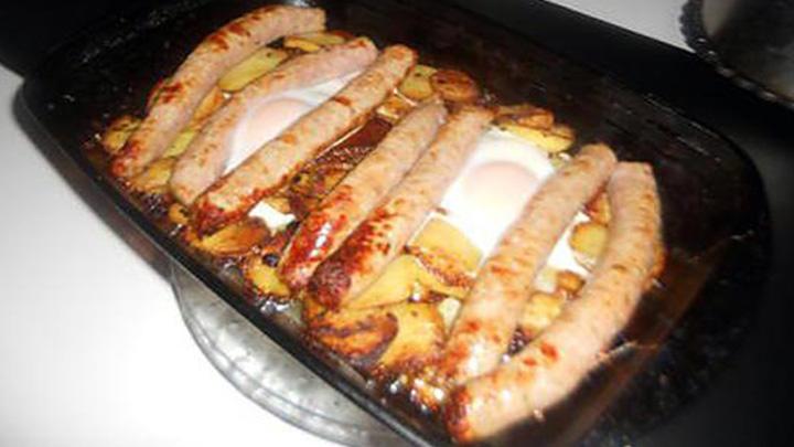 Saucisse au pommes de terre et au oeufs